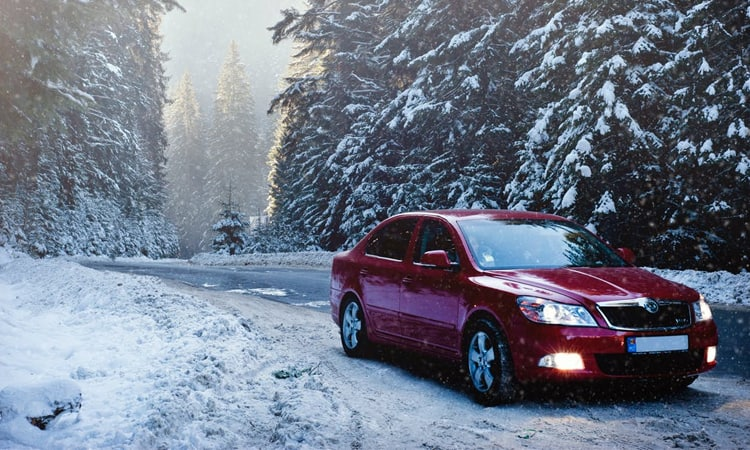 Items You Need In Your Car In The Winter
