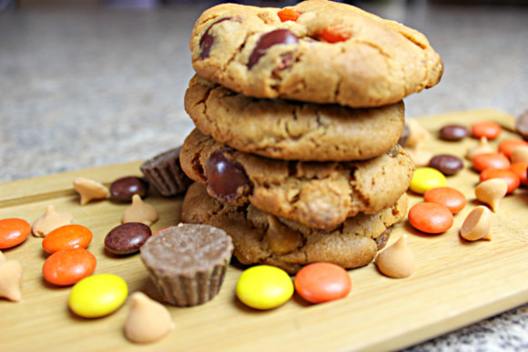 Ultimate Reese's Cookies are everything you want in a cookie. They are full of Peanut butter, chocolate, and butterscotch. What could be any better? #reesescookies #cookies #reesespeanutbuttercookies #ultimatereesescookies #momskoop #cookierecipes #cookies
